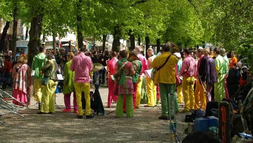 bunte-menschen-auf-dem-boxhagener-platz © flickr /Zeitfixierer