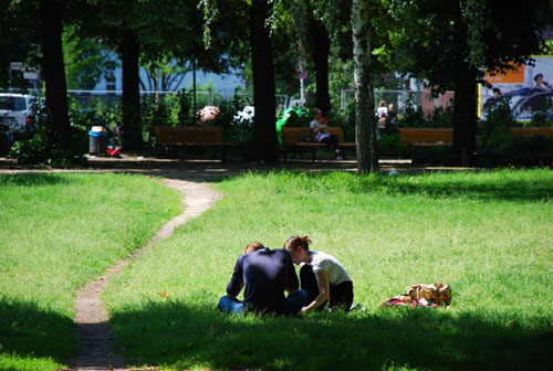 pärchen im comenius park © heike quosdorf | quosi.de