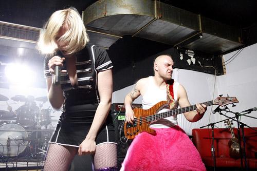 rockband - gesang und bass © flickr | Yoko Naylhed