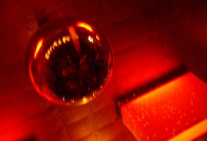 disco-kugel im astra © Katharina Prüß