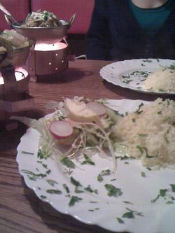 vegetarisches essen im pakistanischen restaurant © friedrichshainblog.de