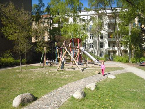 spielplatz hinterhof grünberger straße © friedrichshainblog.de