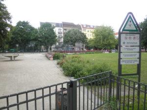 ostkreuzplatz mit tischtennis und basketball © friedrichshainblog.de