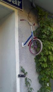 halbes fahrrad in der wand © friedrichshainblog.de