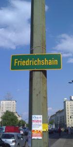 Schild des Bezirks Berlin Friedrichshain © friedrichshainblog.de