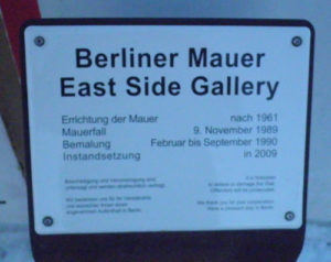 east side gallery schild © friedrichshainblog.de