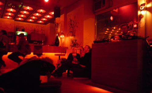 djpult im süß war gestern berlin friedrichshainbar im süß war gestern friedrichshain ©friedrichshainblog.de