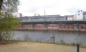 spreezugang vom c-base jannowitzbrücke sbahn © friedrichshainblog.de