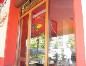 cafe restaurant sando rigaer straße berlin friedrichshain c friedrichshainblog.de