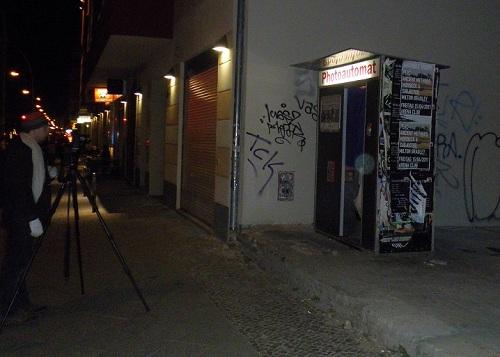 Fotoautomat Warschauer Straße bei Nacht c friedrichshainblog.de