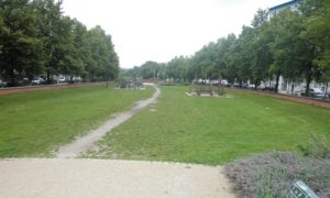 Grünstreifen Bethaniendamm mit Spielplatz