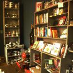 kochbücher und geschirr küchenliebe gärtnerstraße