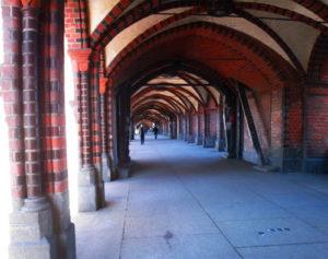 fussgängerweg auf der oberbaumbrücke