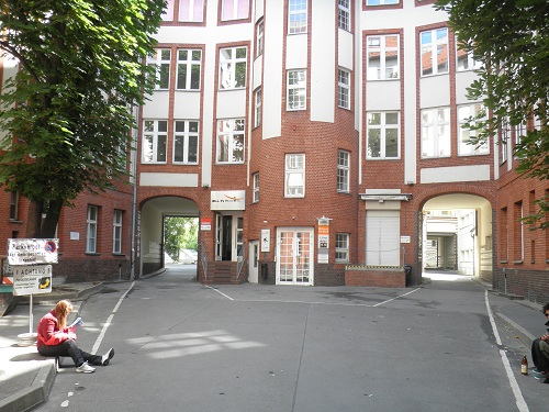 Innenhof All in Hostel Berlin Friedrichshain