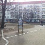 grünfläche und kunstwerk wismarplatz
