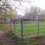 Gitter des kinderbauernhofs am mauerplatz berlin kreuzberg
