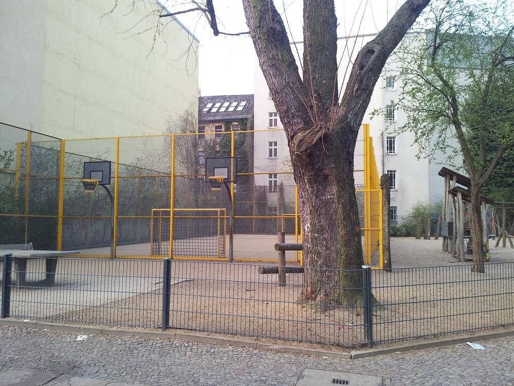 Basketballplatz Spielplatz Naunynstraße