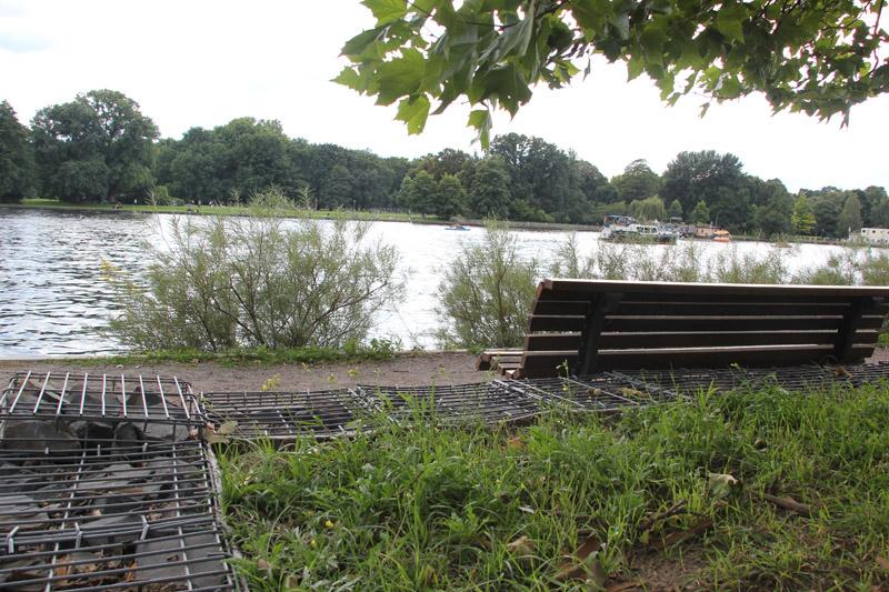 Bank und Blick auf Spree Caroline-Tübbecke-Ufer