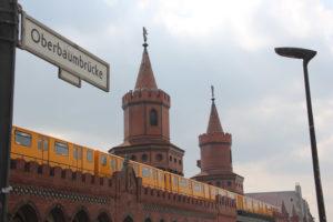 oberbaumbrücke berlin friedrichshain kreuzberg