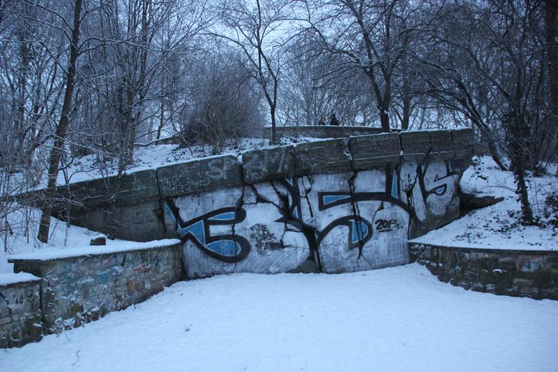 Gesprengter Eingang Bunker Volkspark Friedrichshain