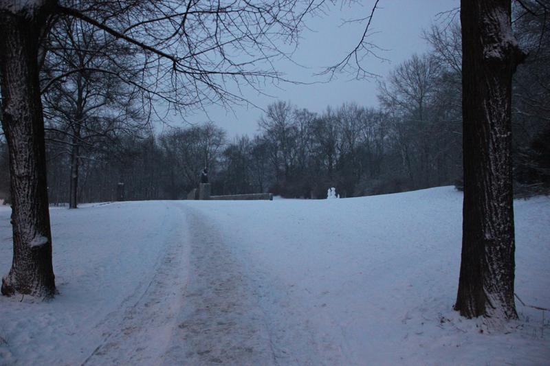 Volkspark Friedrichshain Weg