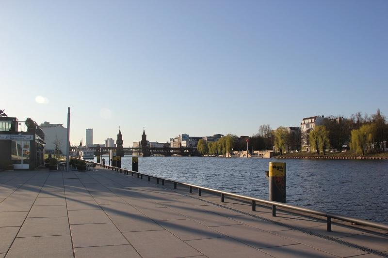 Spree Uferweg Friedrichshain