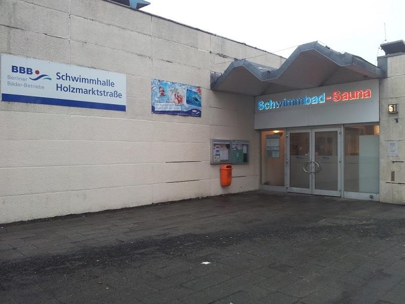 schwimmhalle holzmarktstrasse Friedrichshain