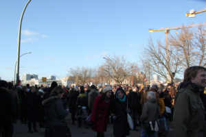 Menschen East-Side-Gallery Demo