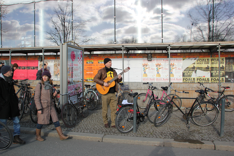 Musiker mit Protestsongs East-Side-Gallery Demo