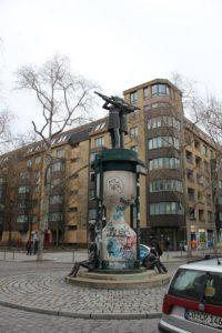 Skulptur Doppelter Admiral Kreuzberg
