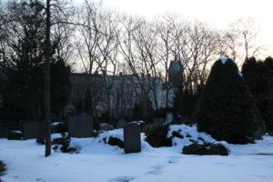 Gräber im Schnee Friedhof Friedrichshain