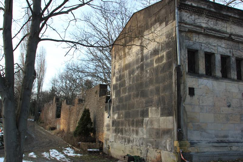 Mausoleumswand Friedhof Friedrichshain