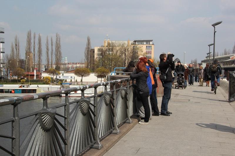 Touristen Oberbaumbrücke Berlin