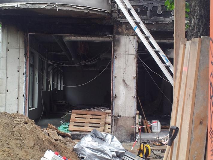Baustelle und Brand Rigaer Str