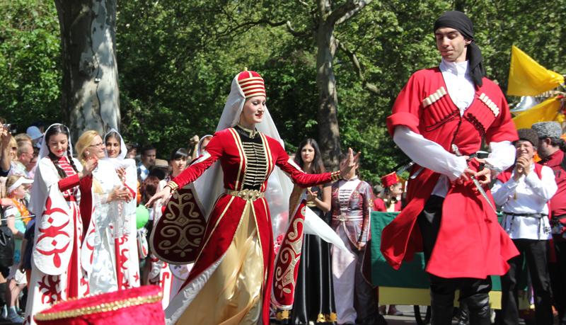 Kusakischer Volkstanz Karneval der Kulturen 2013