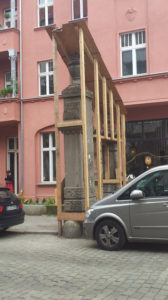 Holzkonstrukt Knorrpromenade Tore