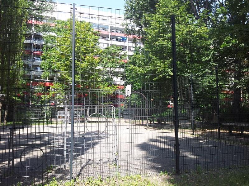 sch ner kleinpark und sportplatz berlin friedrichshain friedrichshain blog. Black Bedroom Furniture Sets. Home Design Ideas