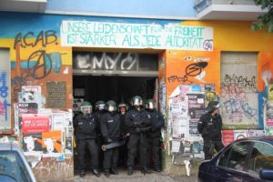 Polizei durchsucht Rigaer 94