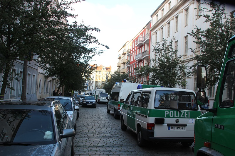 Polizeiwannen Zellestr Friedrichshain