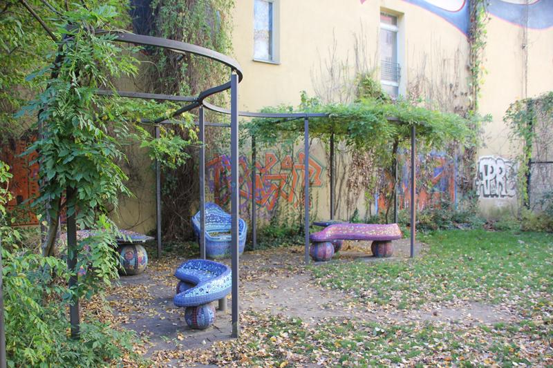 Bunte Bänke Spielplatz Friedrichshain