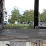 Grünfläche hinter Ruine
