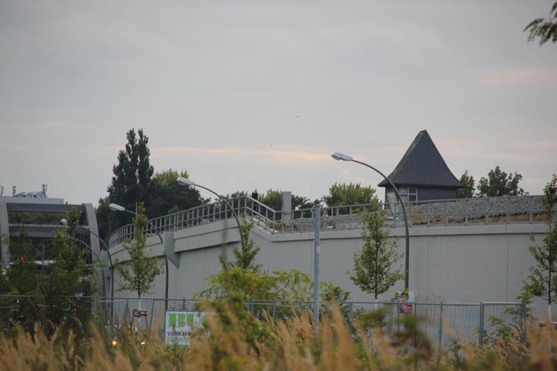 Wand entlang S-Bahn
