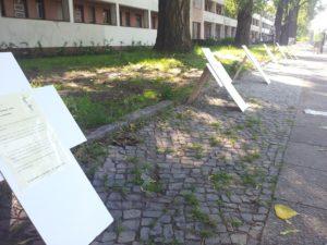 Kreuze der Opfer von Hartz IV