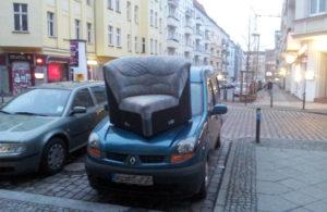 Sofa auf Auto