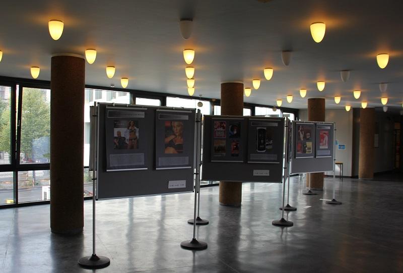 Kauf mich Ausstellung Rathaus Kreuzberg