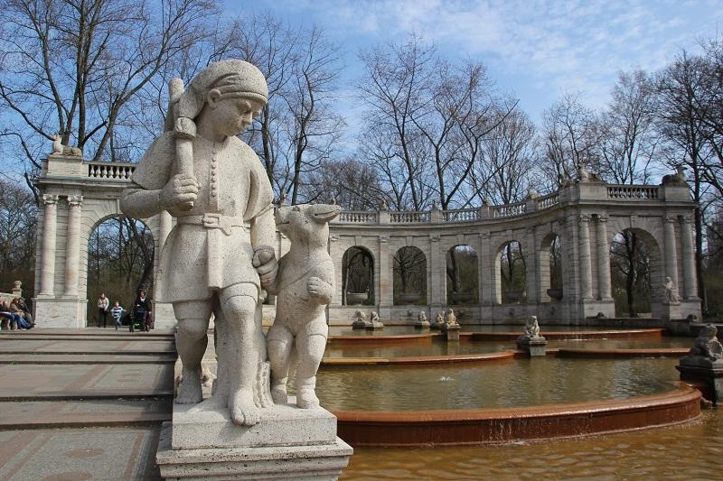 Der gestiefelte Kater Maerchenbrunnen Volkspark Friedrichshain