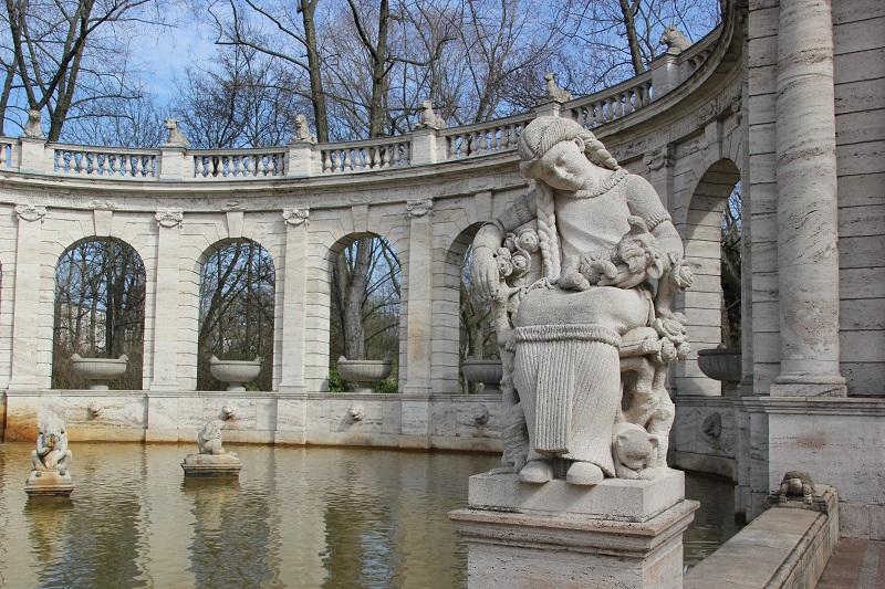 Dornroeschen Maerchenbrunnen Volkspark Friedrichshain