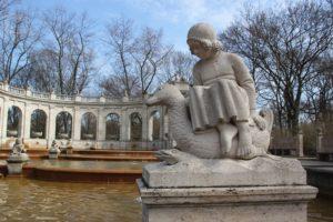 Gretel Maerchenbrunnen Volkspark Friedrichshain