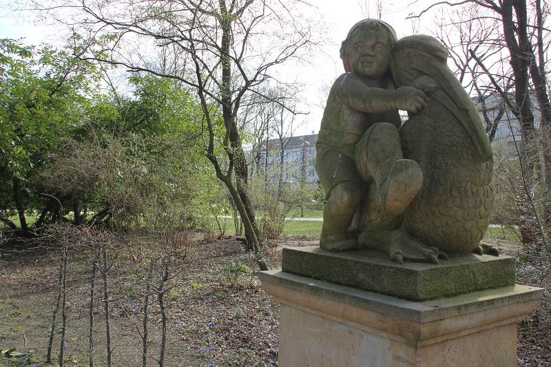 Wrba Maerchenfigur Delphinbrunnen