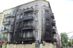 Hausfassade nach Brand Friedrichshain